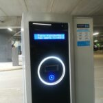 Pitääkö Kuohunparkissa leimata lippu maksuautomaatilla ennen poistumista, jos pysäköi alle kolme tuntia?