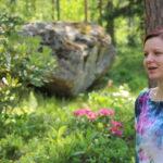 Metsää, istutuksia ja hyötypuutarhaa – Tanja Jokelan pihaan pääsee vierailemaan Avoimissa Puutarhoissa