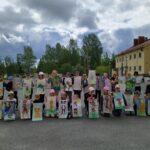 Elokuussa lasten tekemät eläinliput roikkuvat Budapestin katujen yllä – mukana Aitoon ja Kostian koululaisia