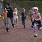 Yleisurheilijoiden kausi oli täynnä oppimista – katso iloinen kuvagalleria liikuntakerhon kesän toiseksi viimeisistä treeneistä