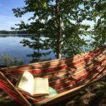 Rentoutumista, liikuntaa ja veden äärellä oloa – lukijoiden kesäkuvista näkyy mökkielämän koko kirjo