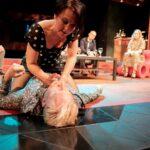KOLME TÄHTEÄ Tampereen Teatterin Salaisuuksien illalle: Kännykät paljastavat, miten itsensä uskolliseksi mieltävät rämpivätkin uskottomuuden syvissä mudissa